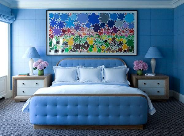 Màu xanh biển đậm cho phòng ngủ quý phái, yên tĩnh.